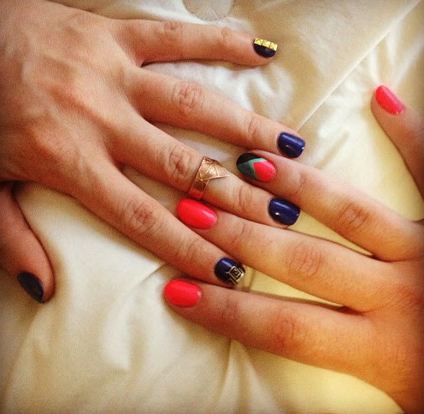 Mine are the pink ones. Liza's nails are way more dope.